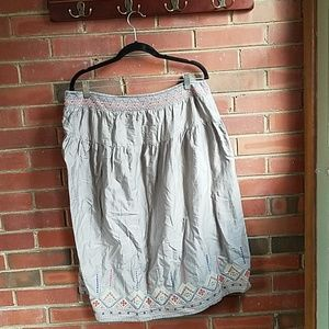 Old navy xl skirt with yellow, and orange pattern.